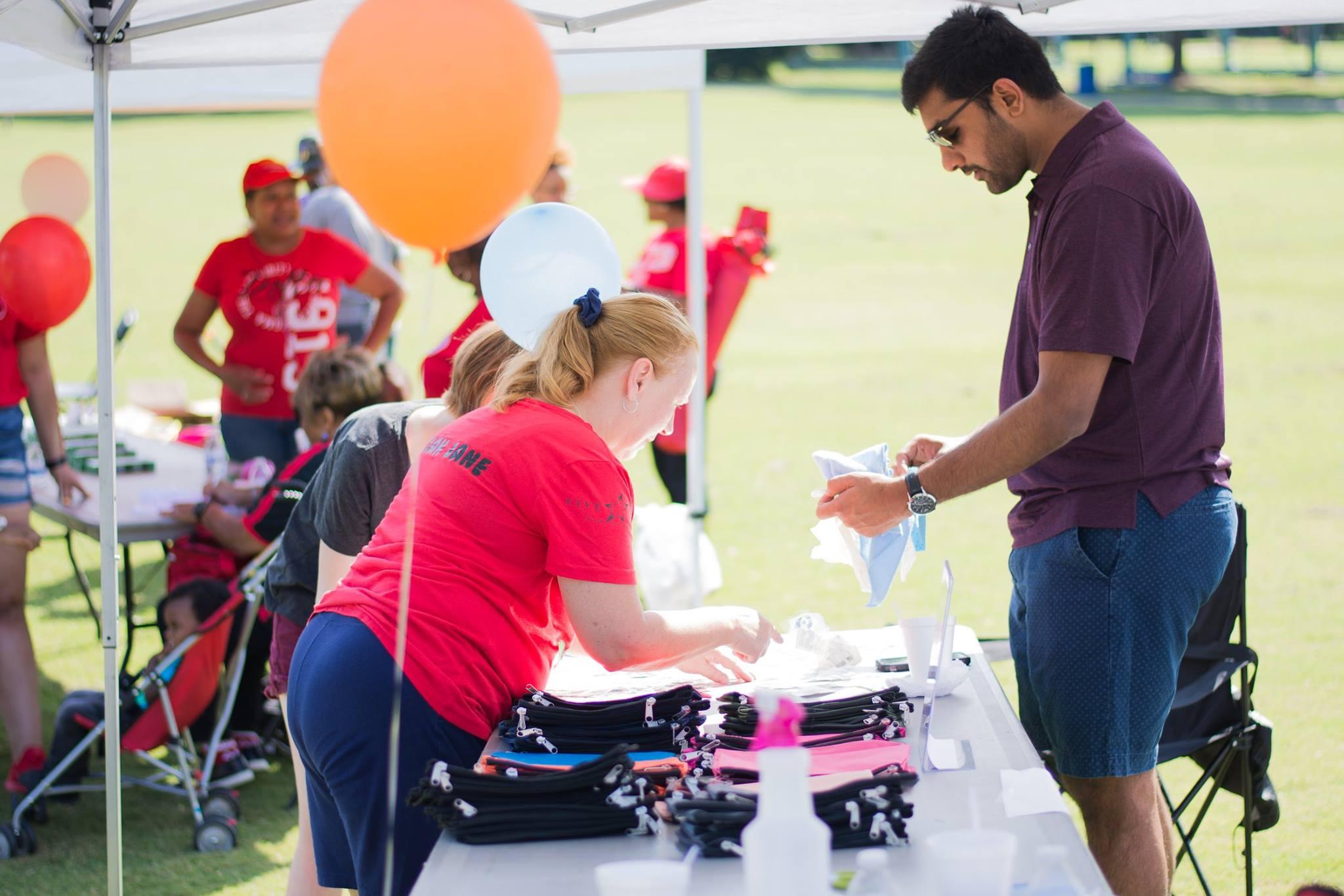 Five Star Food Service Employees volunteering